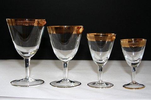 glas med guldkamt