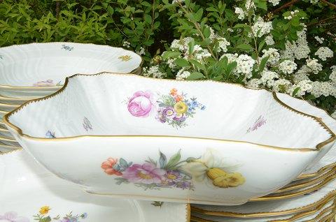 Folkekære www.Antikvitet.net - Kongelig Saksisk blomst Spisestel til 12 personer OP-77