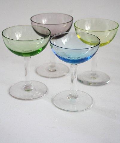 gamle farvede vinglas