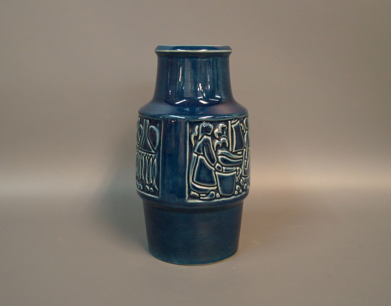 keramik michael andersen .Antikvitet.  Keramik vase med blå glasur og motiv på siden  keramik michael andersen