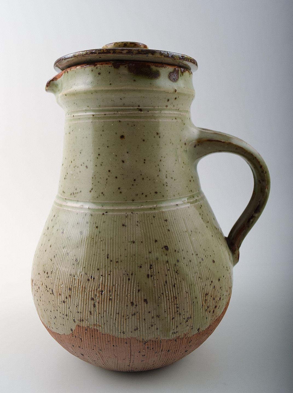 nymølle keramik .Antikvitet.  Gutte Eriksen for Nymølle, keramik kande med  nymølle keramik