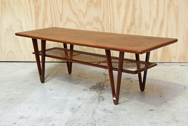 sofabord teak .Antikvitet.  Sofabord i teak med hylde og trekantede ben sofabord teak