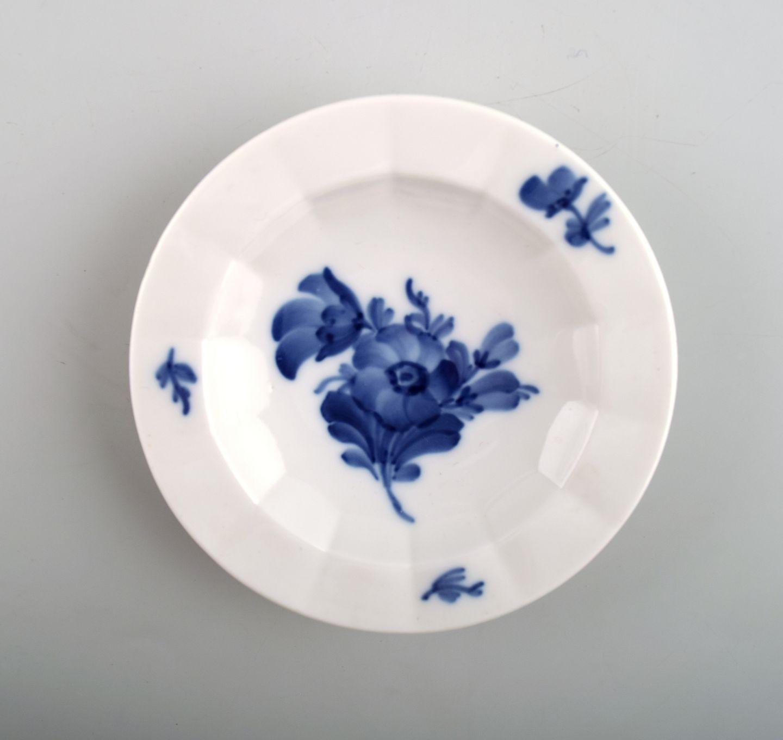 5e49a35bc7e4 Kgl. Blå blomst kantet Kongelig porcelæn. Royal Copenhagen Blå blomst  kantet