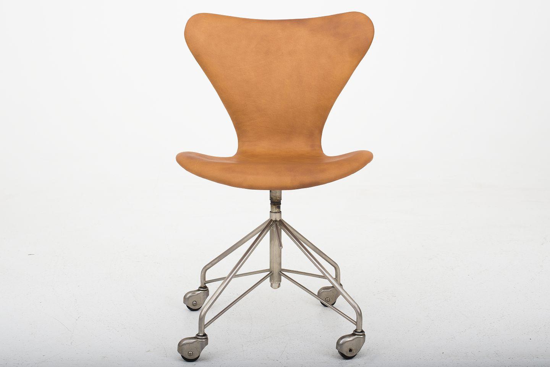 arne jacobsen fritz hansen aj 3117. Black Bedroom Furniture Sets. Home Design Ideas