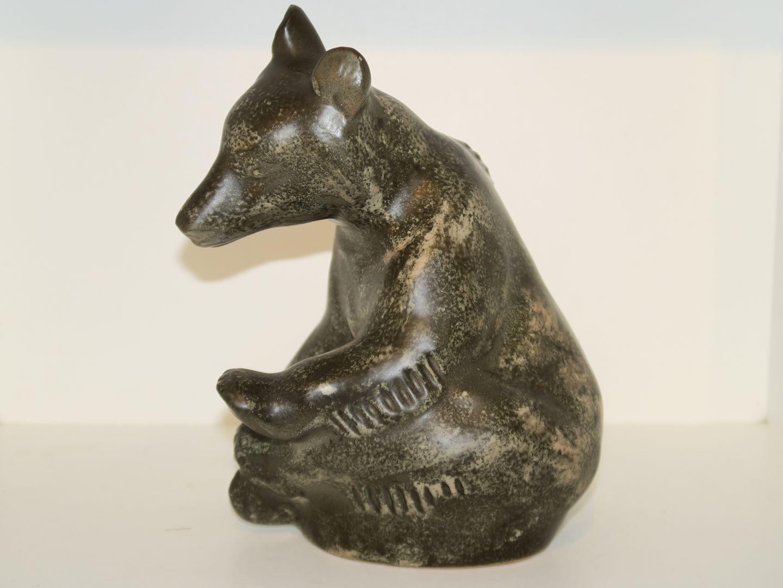 johgus keramik .Antikvitet.  Johgus keramik * * Stor figur af bjørn fra  johgus keramik