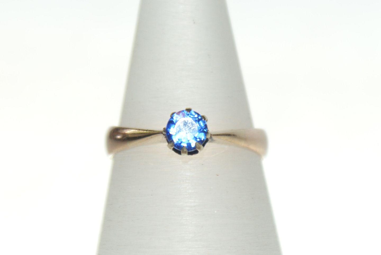 ring med blå sten