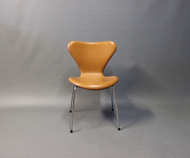 syver stol .Antikvitet.  En Syver stol, model 3107, desigaf Arne  syver stol