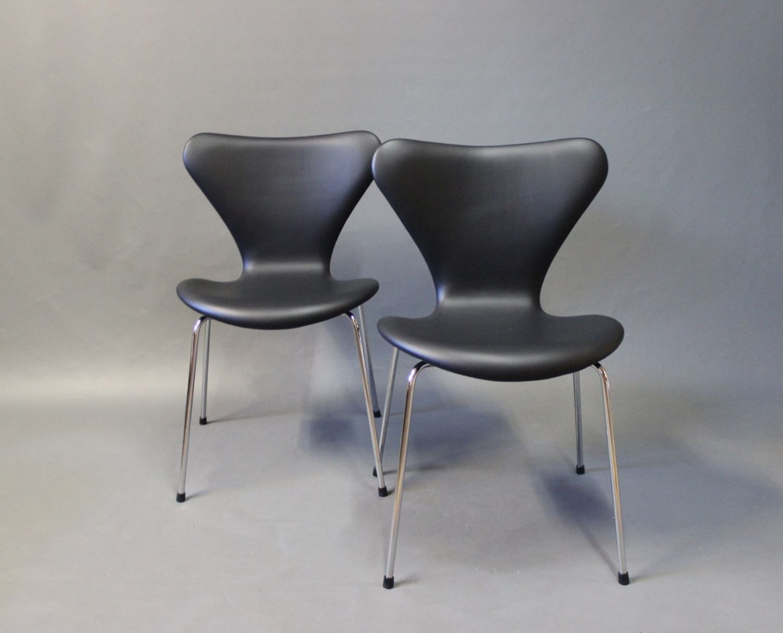 syver stole .Antikvitet.  Et par Syver stole, model 3107, desigaf  syver stole
