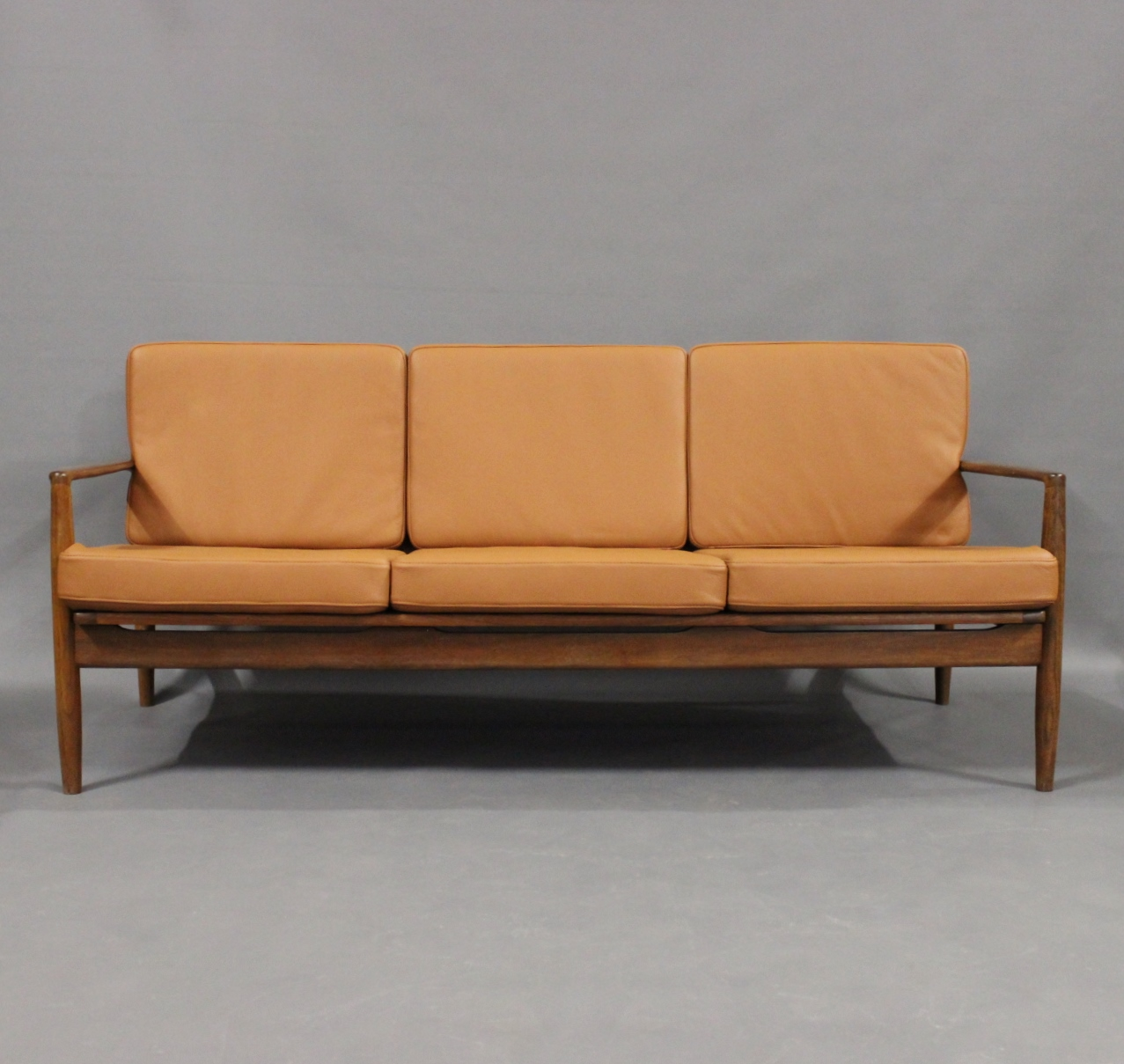 Picture of: Www Antikvitet Net Tre Personers Sofa I Palisander Og Hynder Af Cognac Farvet Laeder Af Dansk Design Fra 1960erne 50