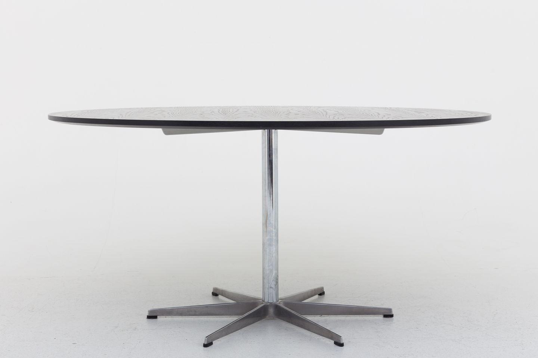 www.Antikvitet.net - Arne Jacobsen / Fritz Hansen Rundt spisebord på ...