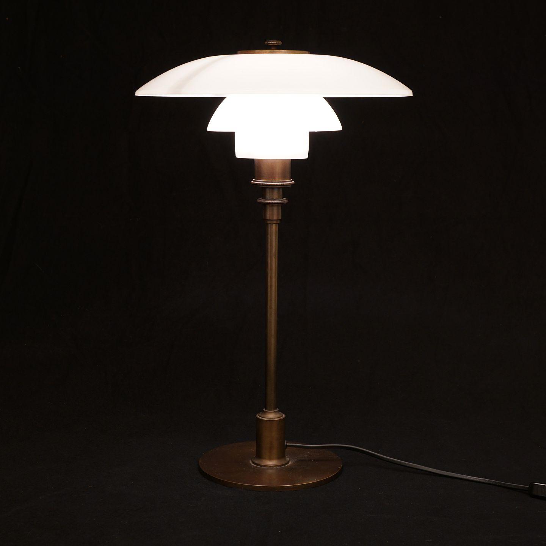 poul henningsen ph tre lampe produceret af louis poulsen brunpatineret. Black Bedroom Furniture Sets. Home Design Ideas