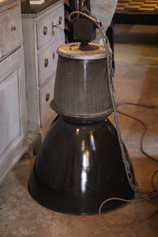 www.Antikvitet.net - Gammel Franske industri lampe fra 50?rne i metal ...