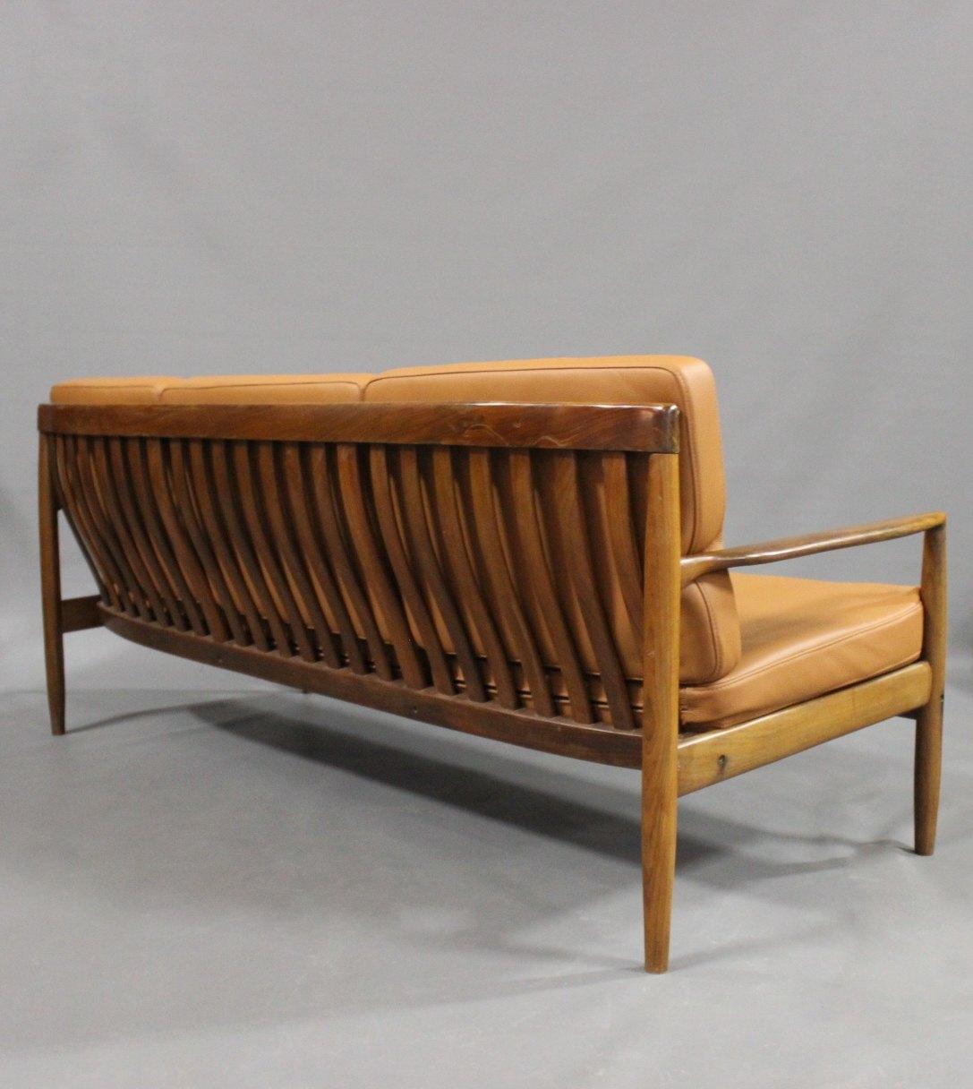 Www Antikvitet Net Tre Personers Sofa I Palisander Og Hynder Af Cognac Farvet Laeder Af Dansk Design Fra 1960erne 50