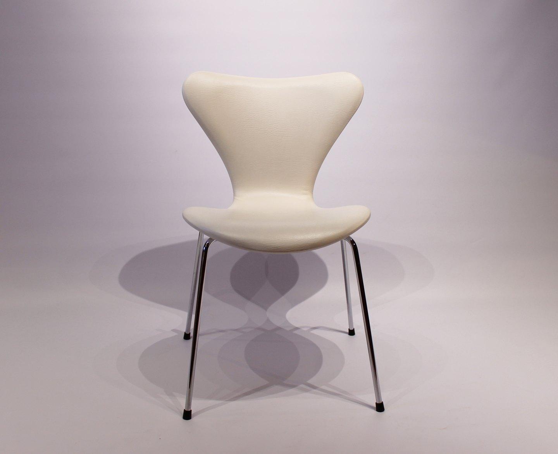 Et sæt af 6 Syver stole, model 3107, i