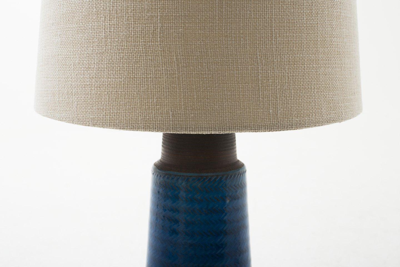 niels k hler k hler bordlampe i bl glaseret stent j m ny sk rm 1 stk p. Black Bedroom Furniture Sets. Home Design Ideas