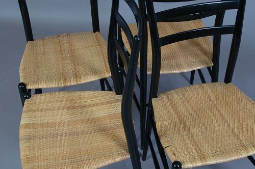 www.Antikvitet.net - Italiensk design. 4 spisestuestole. Chiaveri ...